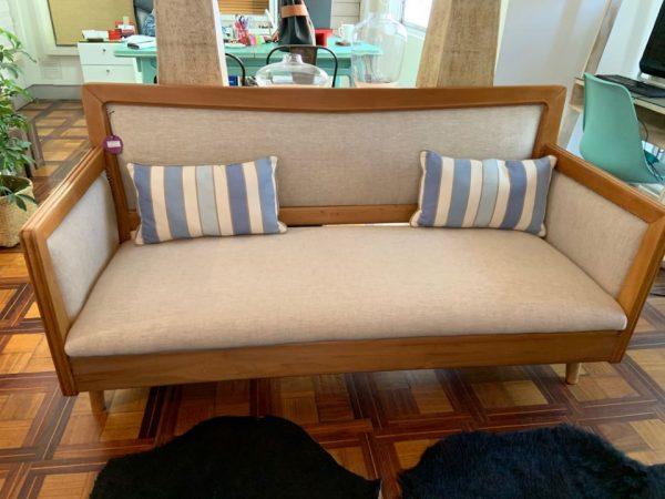 Sillón 3 cuerpos base madera tapiz lino